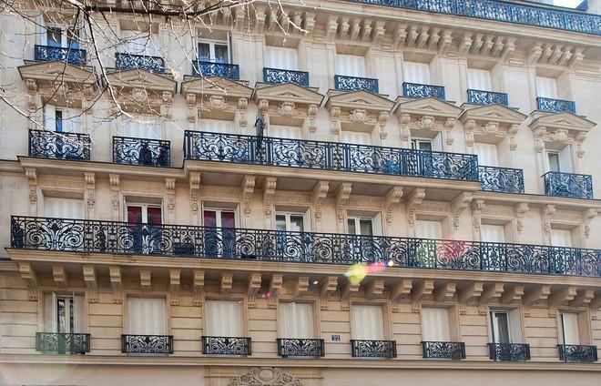 à Deux Pas De La Place De La République Un Immeuble Haussmannien